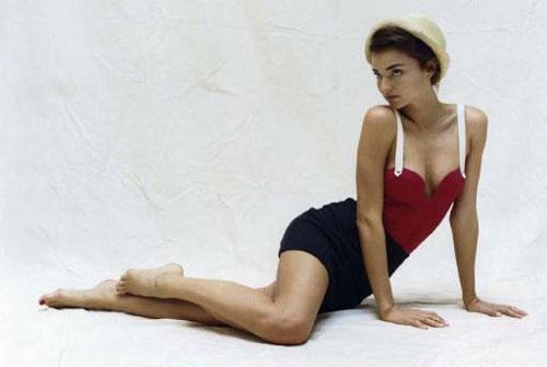 Красавица снялась для французов в ретро-стиле.
